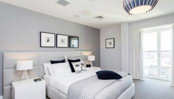 Белая мебель для спальни (51 фото) дизайн современной спальни с глянцевой мебелью в персиковых и гол