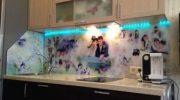 Скинали для кухни (56 фото) особенности фартука из стекла, плюсы и минусы установки пластиковых кухо